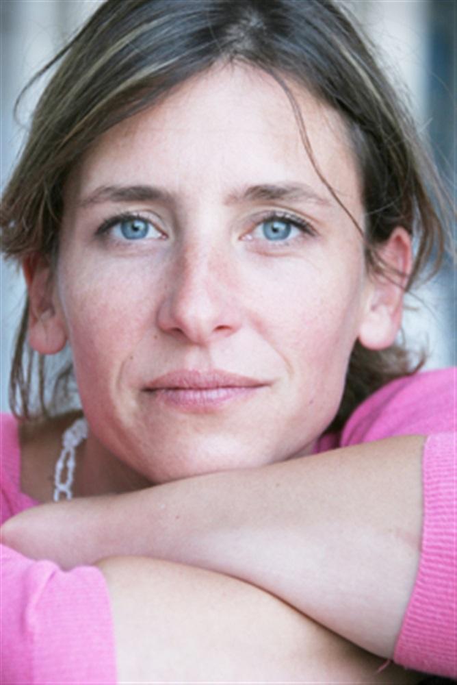 charlotte deschamps  u2022 com u00e9dienne