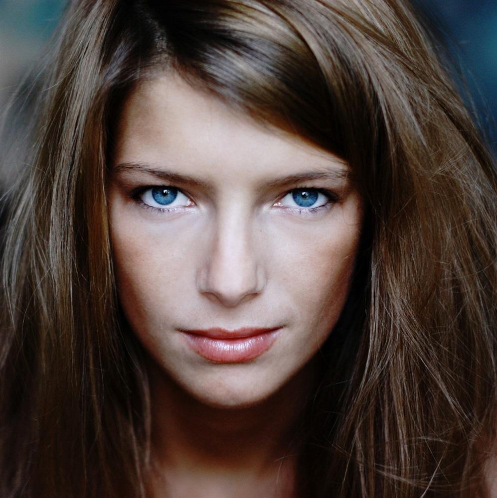 La plateforme des agences artistiques - Actrice yeux bleus ...