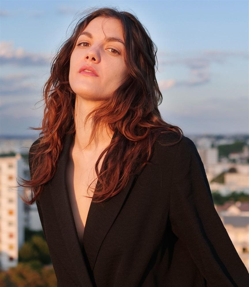 Déborah Révy- Fiche Artiste - Artiste interprète - AgencesArtistiques.com : la plateforme des